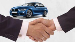 Сделка между продавцом и покупателем автомобиля